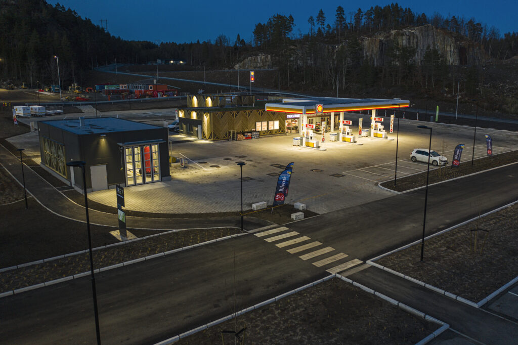 TVEDESTRAND 20201108: Bilder fra nye Shell Tvedestrand. Foto: Benjamin A. Ward / ST1 Norge
